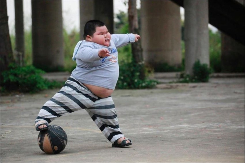 жирный футболист